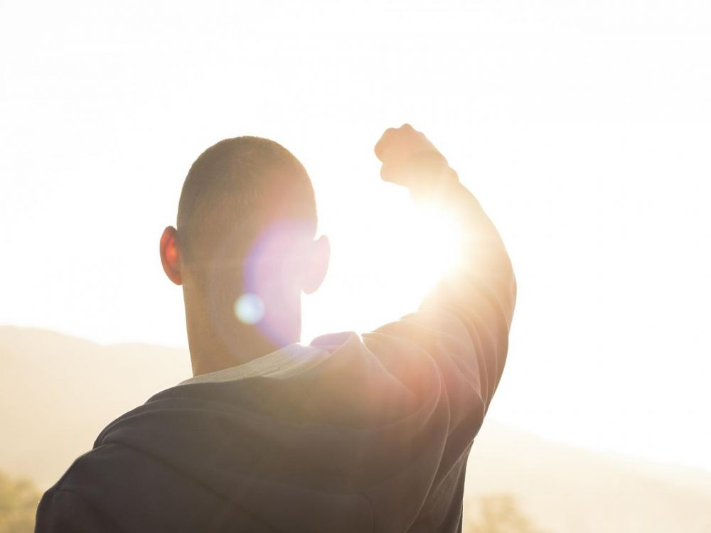Cacher nos succès aux autres est néfaste pour tous types de relations, selon cette étude